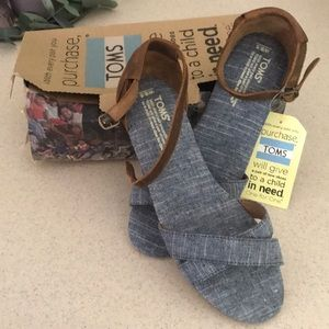 Toms Correa Sandals, Chambray 9.5, New in Box